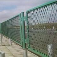 桥梁护栏网桥梁防护网钢板网护栏网图片