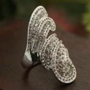 精致时尚女王戒指图片