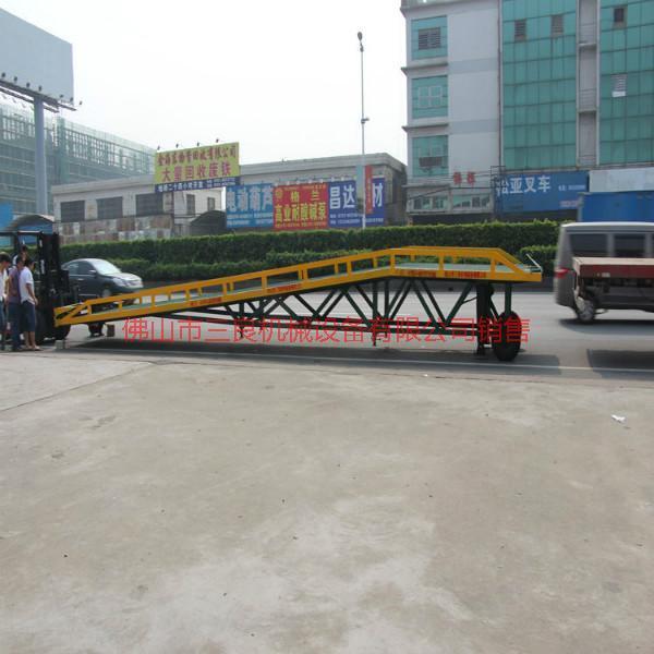 供应载重更稳支腿脚移动式登车桥厂家,佛山移动式登车桥价格