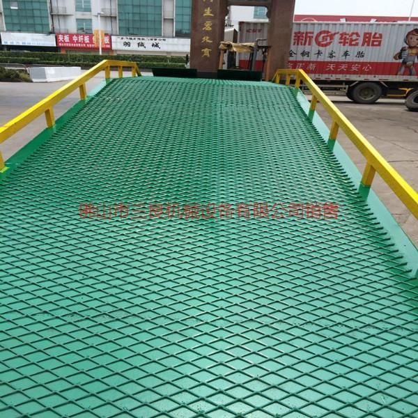 供应12米移动式登车桥订做厂家