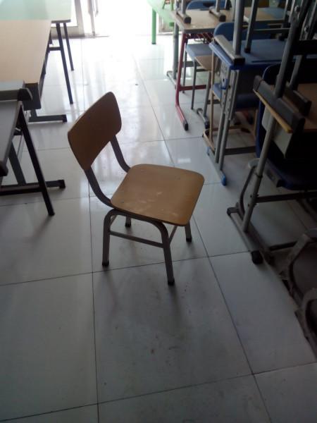 课桌椅课桌凳图片