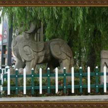 西宁PVC草坪栅栏围栏草坪绿化栅栏塑钢栅栏优美雅塑钢PVC栏杆图片