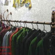 北京路金服装上墙展示侧挂批发图片