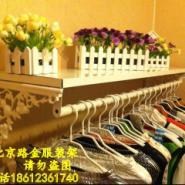 北京服装店装修上墙货架图片