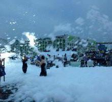 供应汽车发布会喷射泡沫机,楼盘游泳池派对泡沫机图片