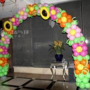 气球鲜花拱门图片