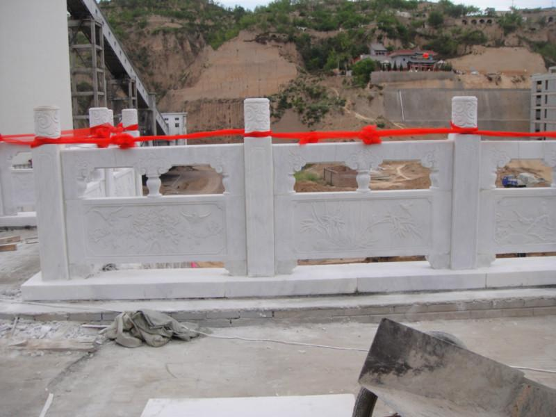 供应石雕草白玉栏杆 石雕草白玉栏杆专业供应商 石雕草白玉栏杆设计施工