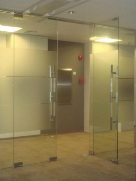 供应罗湖区加工玻璃门红岗玻璃门密码锁修理莲塘玻璃门提高