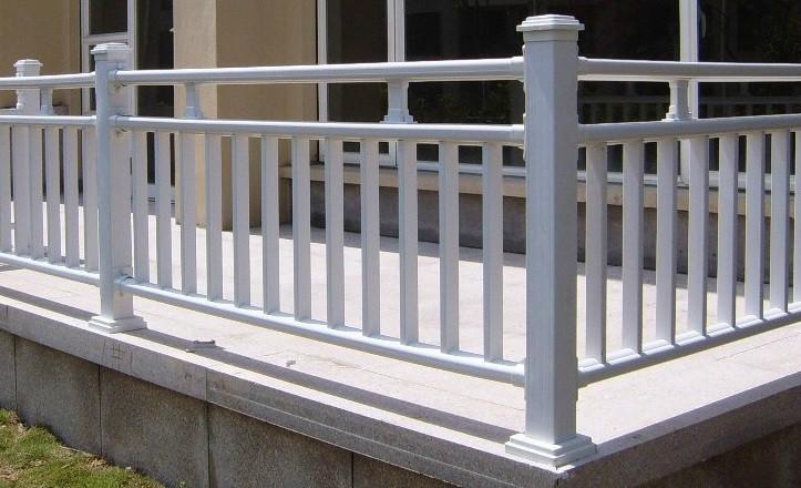 121 mm 5 ,标准跨度 2500 mm 专业生产各种 pvc 塑钢护栏