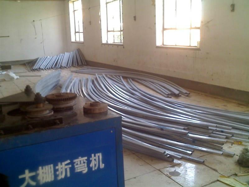 供应新型钢管蔬菜大棚安装图片