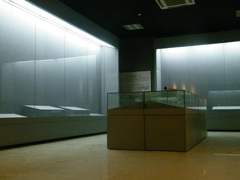 供应博物馆恒温恒湿柜展柜