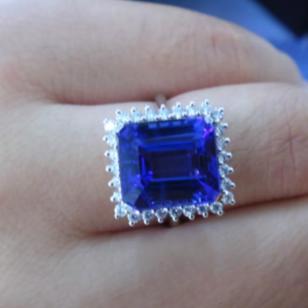 18K金镶钻八角长方坦桑宝石戒指图片