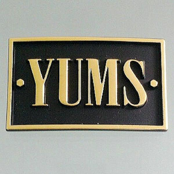供应锌合金压铸烤漆标牌贴胶标牌定制厂家直销