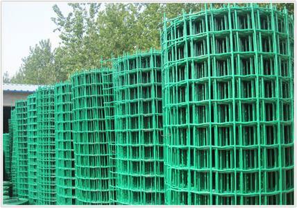供应1.5X30米、网孔3X3厘米养鸡铁丝网