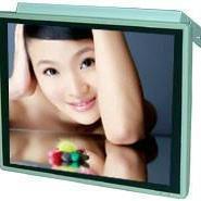 17寸背挂式广告机深圳车载广告机液图片