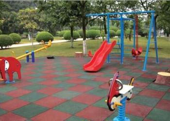 户外儿童游乐场游艺安全地垫橡胶地报价图片