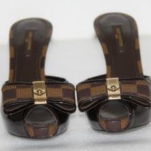 供应全新专柜正品LV高跟鱼嘴女凉拖鞋,真皮高跟女鞋,漆皮蝴蝶结露趾拖鞋,仅1800元