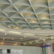 深圳地铁装饰三角铝格栅图片