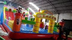 供应熊出没充气大滑梯,熊出没充气城堡多少钱,新兴游乐玩具最新报价