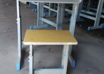 焦作学生课桌椅图片